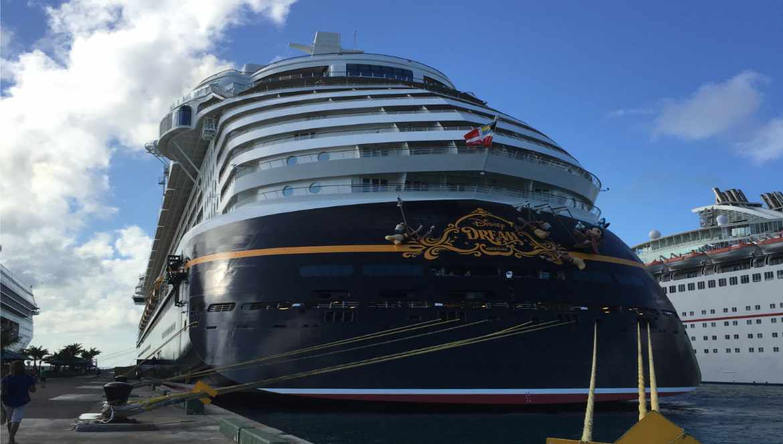 Disney Dream anclado en el Puerto de Nassau. Foto/Gregorio Mayi.