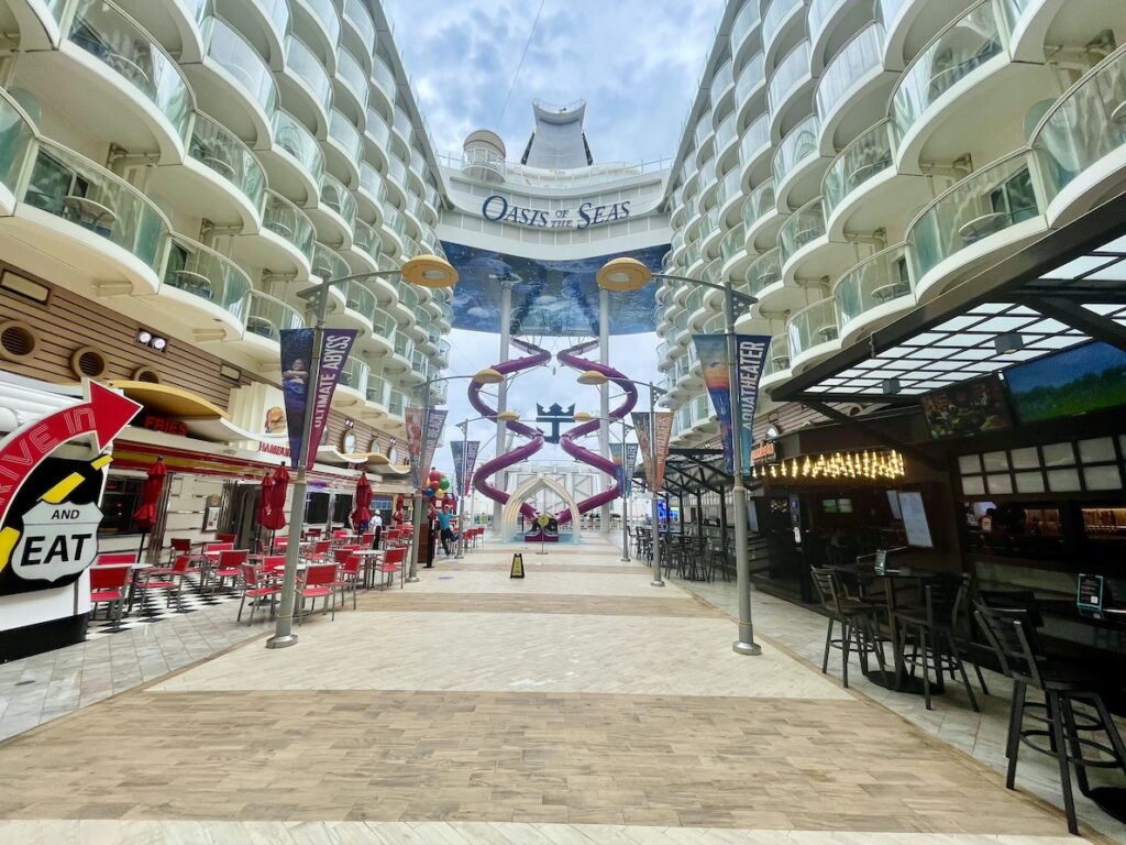 El Oasis of the Seas ya volvió a navegar. Foto Gregorio Mayí.